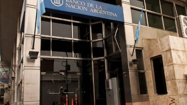 Bomberos apagaron incendio en el Banco Nación