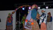 La comparsa de los barrios le puso color y coplas al carnaval