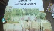 Aprehenden a cuatro personas y secuestran dinero falso en Santa Rosa