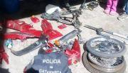 En allanamiento, arrestaron a dos jóvenes por el robo de una moto