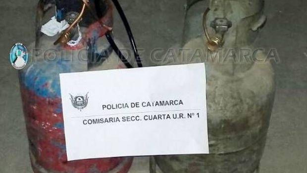 Trasladaban en un remis dos garrafas robadas