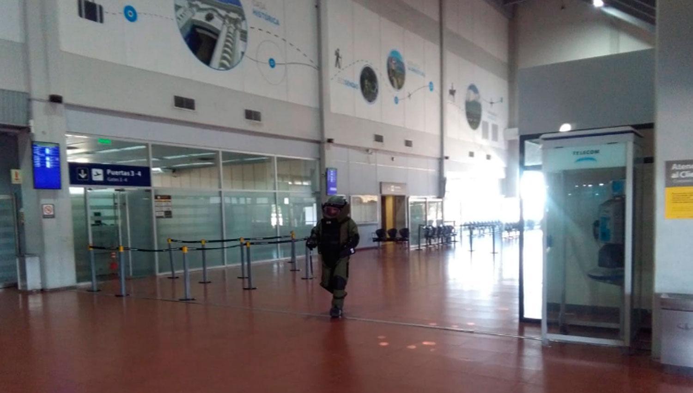 Por un bolso sospechoso, evacuaron el aeropuerto de Tucumán - Catamarca  Actual