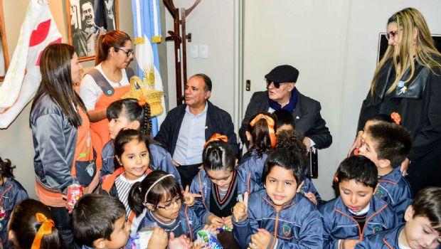 Niños entregaron escarapelas en la Cámara de Senadores
