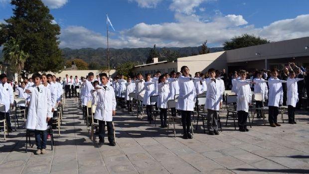 Alumnos juraron lealtad a la Constitución Nacional y Provincial