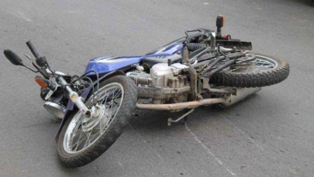 Joven herido tras el choque de una moto con un auto
