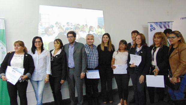 Entregaron certificados de capacitación a niños y empleados municipales