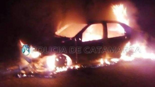 Una falla eléctrica provocó el voraz incendio de un auto