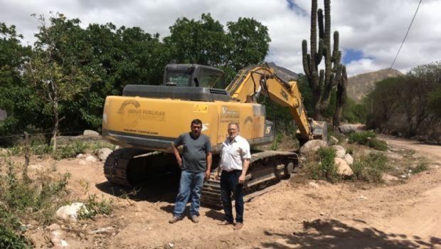 Sola Jais junto al intendente Guzmán en la obra del encauzamiento del río