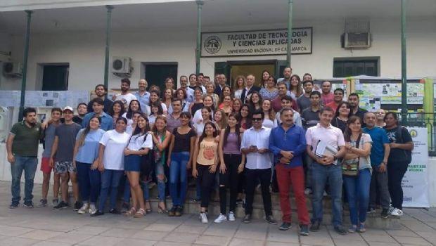 Muestra de estudiantes de Arquitectura de la UNCA