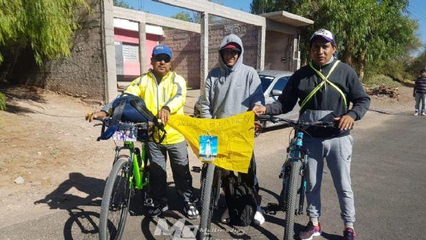 Peregrinos y promesantes fiambalenses viajan en bicicleta hacia la Capital