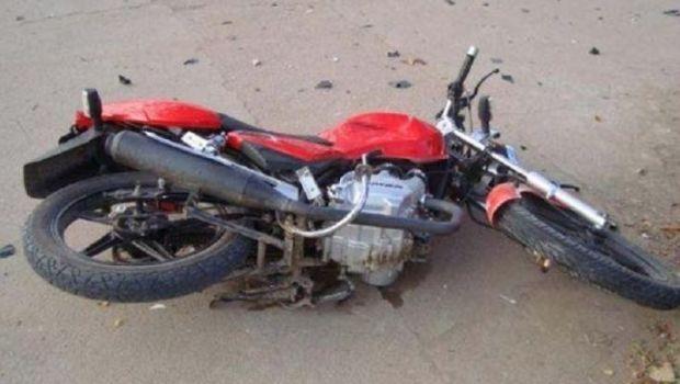 Joven herida tras derrapar en una moto