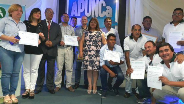 Entrega de certificados a autoridades de APUNCa