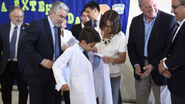 Lucía inauguró la escuela de Valle Chico