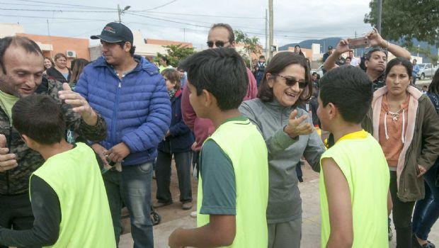 Lucía inauguró un playón deportivo en Valle Chico