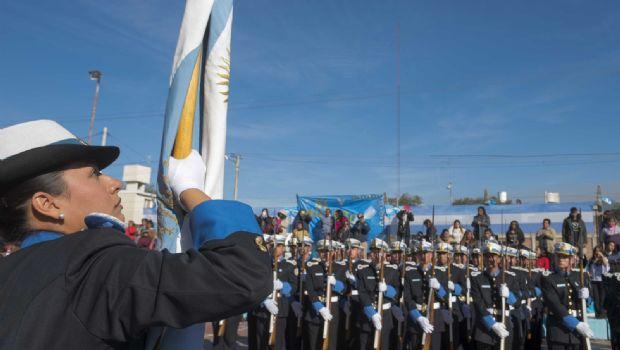 Solá Jais encabezó los actos por el Día de la Bandera
