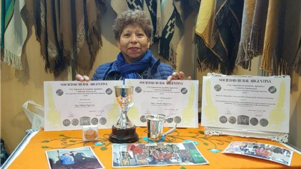 La artesana belicha Elinda Figueroa fue premiada en la Rural de Buenos Aires