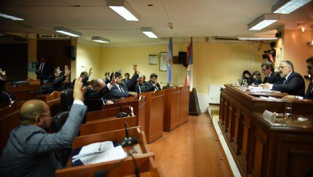 Buscan una transición ordenada de los cargos públicos