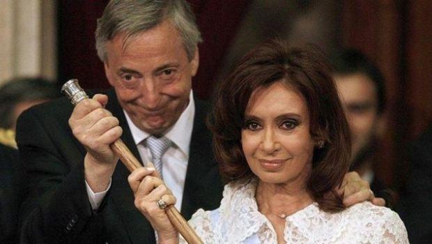Insólito: Bonadio abrió una causa por un bastón que le regalaron a los Kirchner