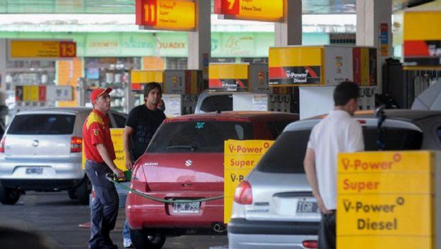 Tras la decisión de YPF, Shell también baja el precio de la nafta