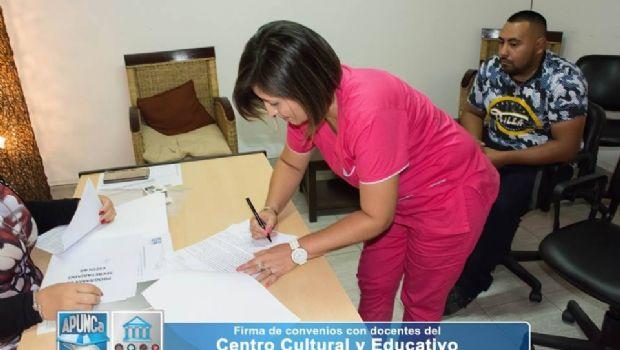 Firmaron convenios con docentes que dictarán cursos en APUNCa