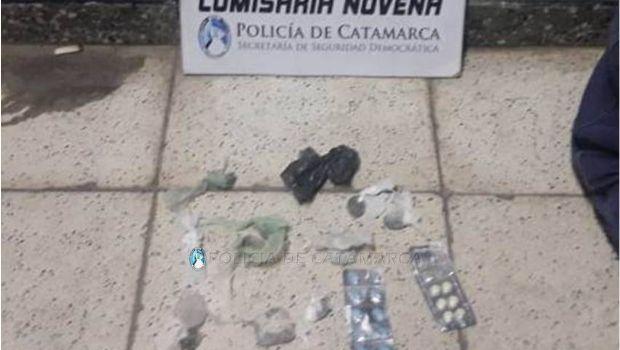 Le secuestran droga y pastillas a un joven que tiraba piedras contra policías
