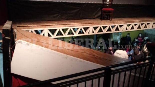 Se desplomó el escenario un teatro en Santiago del Estero y hay varios heridos