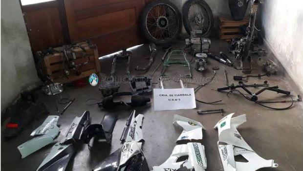 Tres jóvenes detenidos y secuestro de motopartes enterradas