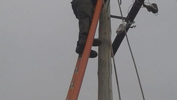 Fuerte viento derribó postes en Belén